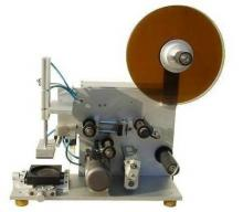 Этикетировщик полуавтоматический ЭР-3 для нанесения одной самоклеящихся этикеток на плоскую поверхность бутылок
